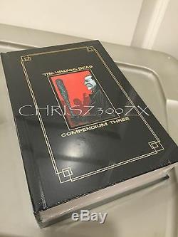 Ccsd 2016 Comic Con Le Compendium De Walking Dead 3 Trois Livres À Couverture Rigide Gold Foil