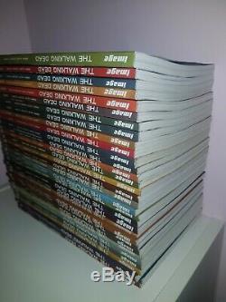 Marcher Volume Mort 1 32 Complete Collection Plus Est ICI Negan Hardbook