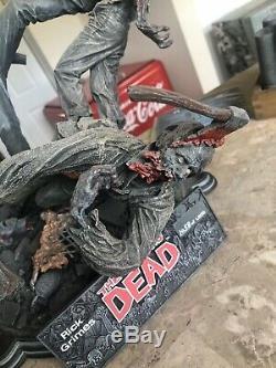Mcfarlane The Walking Dead Rick Statue Résine Signé Par Kirkman Toy Twd Negan