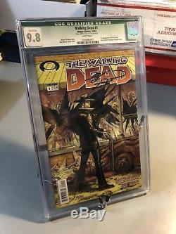 The Walking Dead # 1 Cgc 9,8 Nm / M Autographié Par Robert Kirkman