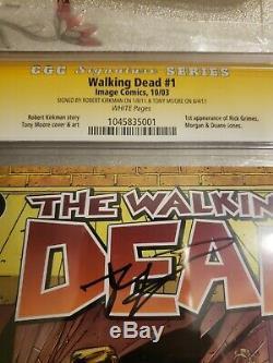 The Walking Dead # 1 Cgc 9.8 Signé Par Robert Kirkman Et Tony Moore