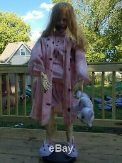 Video Walking Dead Teddy Bear Vie Zombie Girl Taille Halloween Décoration Prop