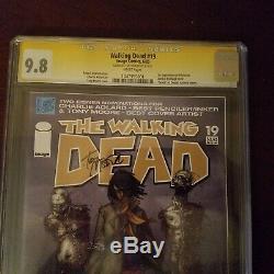 Walking Dead # 19 Cgc 9.8 1er App. Michonne Signé Par Tony Moore